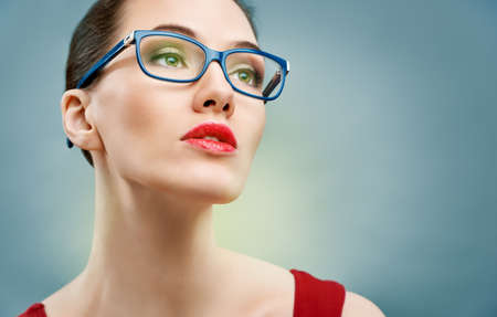 Photo pour beauty woman wearing glasses - image libre de droit