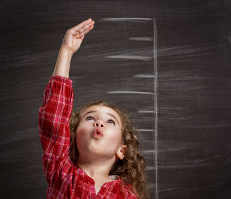Foto de beauty child at the blackboard - Imagen libre de derechos