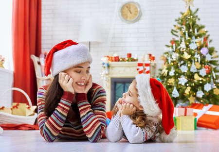 Foto de Mother and daughter making preparations for Christmas - Imagen libre de derechos