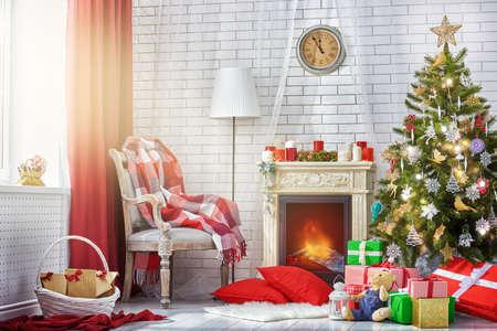 Photo pour A beautiful living room decorated for Christmas. - image libre de droit
