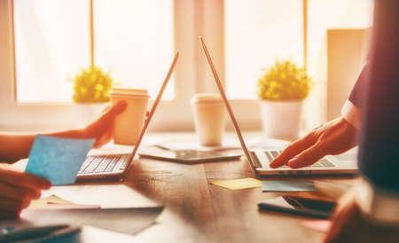 Foto de man and woman working on their computers. - Imagen libre de derechos