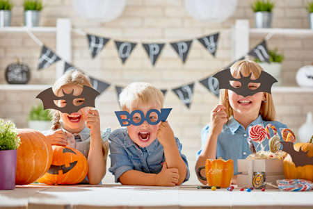 Photo pour Cute little children with carving pumpkin. Happy family preparing for Halloween. Funny kids at home. - image libre de droit