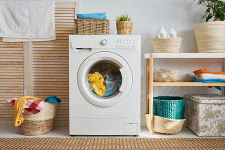 Photo pour Interior of a real laundry room with a washing machine at home - image libre de droit