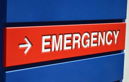 Foto de A blue and red Emergency sign outside a hospital - Imagen libre de derechos