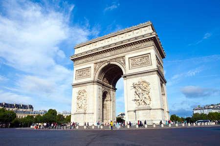 Foto de The magnificent Arc de Triomphe in Paris, France. - Imagen libre de derechos