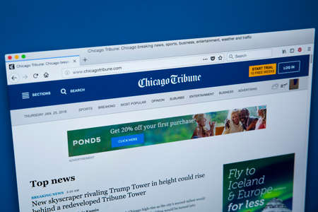 Foto de LONDON, UK - JANUARY 25TH 2018: The homepage of the official website for the Chicago Tribune, on 25th January 2018.  The daily newspaper based in Chicago, Illinois and founded in 1847. - Imagen libre de derechos