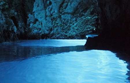 Photo pour amazing natural blue cave in bisevo croatia - image libre de droit
