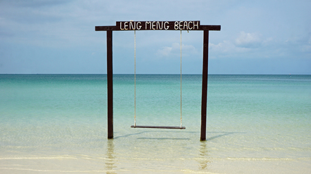 Foto de swing on the tropical island of koh rong samloem in cambodia - Imagen libre de derechos