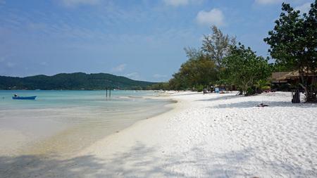 Foto de tropical beach of koh rong samloem island in cambodia - Imagen libre de derechos