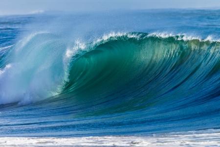 Photo pour Cyclone swells ocean waves colors  - image libre de droit