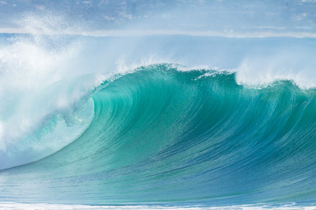 Foto de Ocean Wave hollow crashing curling breaking Sea Water - Imagen libre de derechos