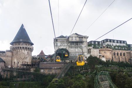 Photo pour Cable car view on mountain landscape at danang in vietnam - image libre de droit