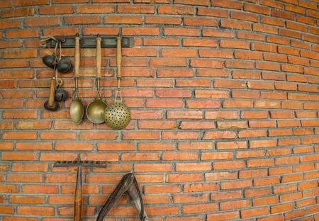 Photo pour Brick wall with a spade and ladle hanging - image libre de droit