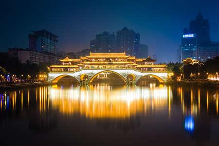 Photo pour anshun bridge in chengdu at night , China. - image libre de droit