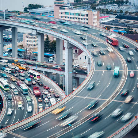 Foto de vehicles  motion blur on the approach bridge ,  busy traffic closeup - Imagen libre de derechos