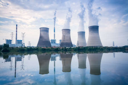 Photo pour coal-fired power plant , cooling towers and river surface reflection , jiangxi , China - image libre de droit