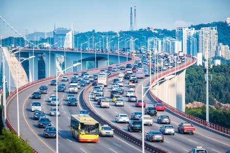Photo pour Heavy traffic closeup on bridge with graceful curve shape, Xiamen, China - image libre de droit