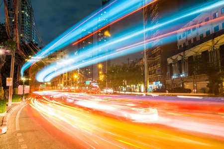 Foto per bangkok cityscapeof light trails with blurred colors on the street at night, thailand - Immagine Royalty Free