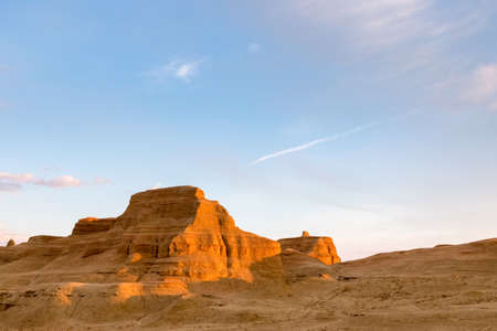 Photo pour world ghost town of karamay, xinjiang wind erosion landform landscape - image libre de droit