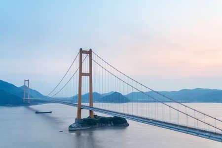 Foto per Zhoushan sea-crossing bridge (Xihoumen Bridge) at dusk - Immagine Royalty Free