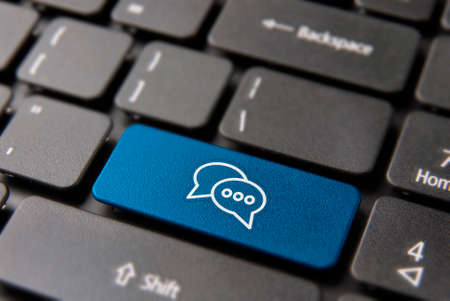Foto per Social media chat keyboard button for live conversation concept. Talking bubbles icon key in blue color. - Immagine Royalty Free