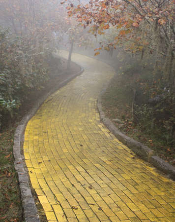 Foto de Yellow brick road, Beech Mountain, North Carolina - Imagen libre de derechos