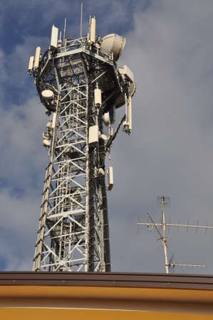 Photo pour Telecommunication tower with antennas - image libre de droit