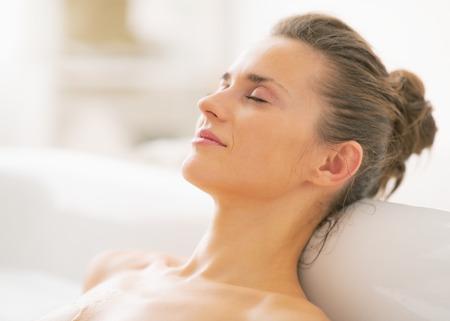 Photo pour Portrait of relaxed young woman in bathtub - image libre de droit