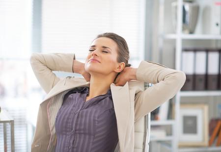 Photo pour Relaxed business woman in office - image libre de droit