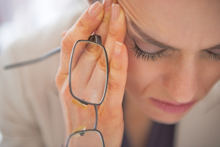 Photo pour Closeup on stressed business woman with eyeglasses - image libre de droit