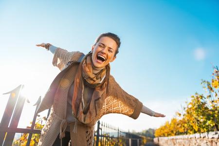 Photo pour Happy young woman having fun time in autumn outdoors - image libre de droit