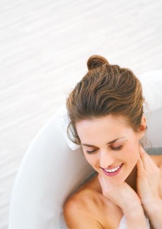 Foto de happy young woman laying in bathtub - Imagen libre de derechos