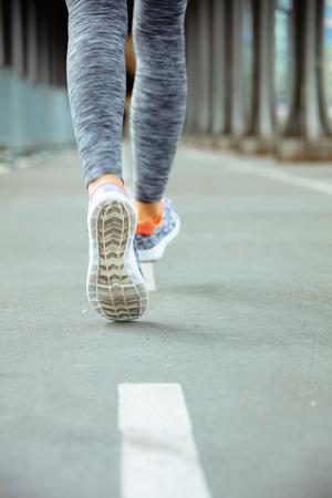 Foto de Closeup on healthy woman in fitness clothes on Pont de Bir-Hakeim bridge in Paris running. - Imagen libre de derechos