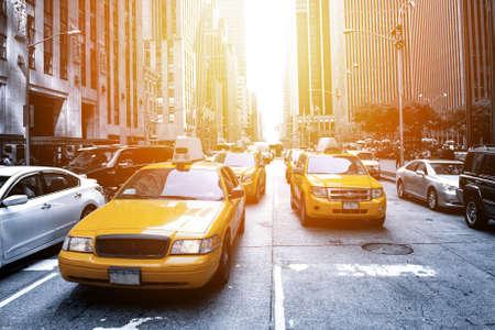 Foto de Yellow taxi in a Black and White New York in the sunset - Imagen libre de derechos