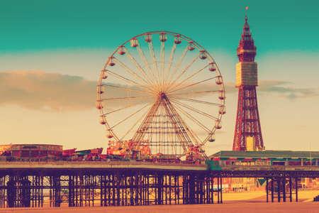 Foto de Retro Photo Filter Effect Blackpool Tower and Central Pier Ferris Wheel, Lancashire, UK - Imagen libre de derechos