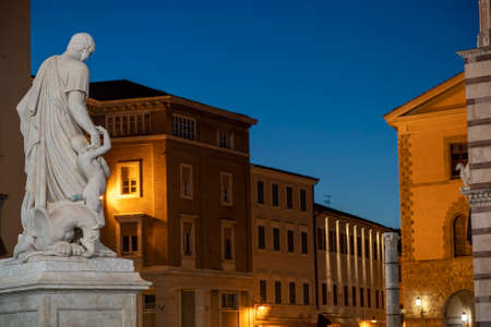 Photo pour Grosseto, Tuscany, Italy: the cathedral  square by night - image libre de droit