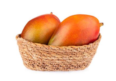 Photo pour wicker basket of mango isolated on white background - image libre de droit