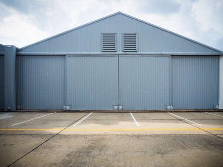 Foto de Closed warehouse doors. - Imagen libre de derechos