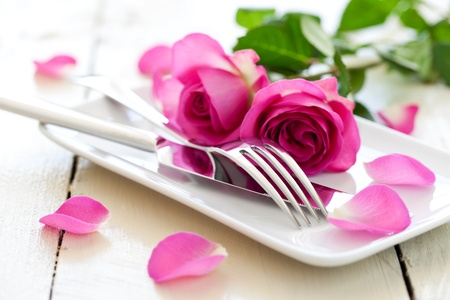 Photo pour romantic table setting for valentines day  - image libre de droit