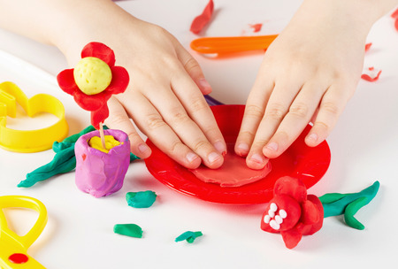Photo pour Child hands playing with colorful clay - image libre de droit