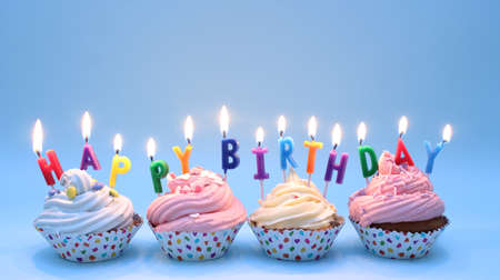 Photo pour Happy Birthday Cupcakes - image libre de droit