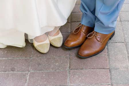 Foto de feet of the newlyweds. feet newlyweds marble floor. honeymoon shoes. - Imagen libre de derechos