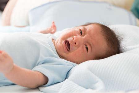 Foto de Baby is crying be colic symptoms - Imagen libre de derechos
