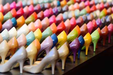 Photo pour Shoes in shop window display - image libre de droit