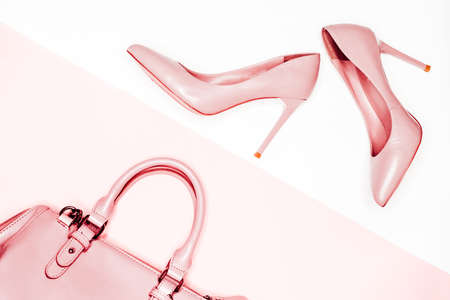 Photo pour Pink female shoes and handbag on white background. Flat lay, top view trendy fashion feminine background. - image libre de droit