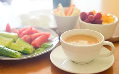 Photo pour Breakfast with coffee, egg, vegetables and fruits - image libre de droit