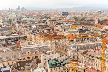 Photo pour Vienna city panorama view from St. Stephan's cathedral - image libre de droit