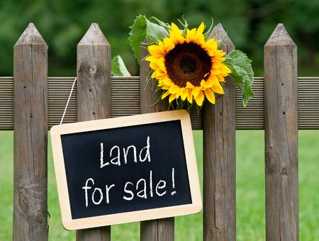 Photo pour Land for sale - image libre de droit