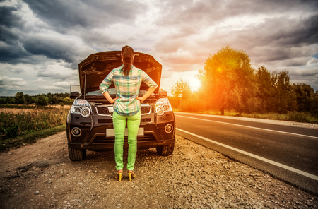 Photo pour Woman on the road near the car. Damage to vehicle problems on the road. - image libre de droit