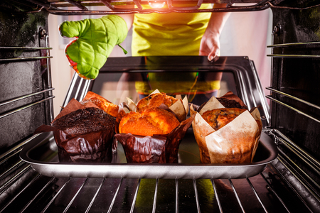 Photo pour Baking muffins in the oven, view from the inside of the oven. Cooking in the oven. - image libre de droit
